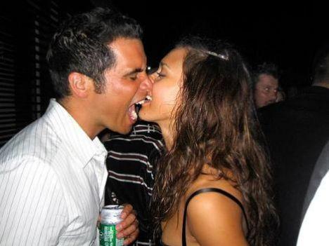 Jessica Alba ve Cash Warren yeni yıla Miami'de böyle neşeyle girdi.